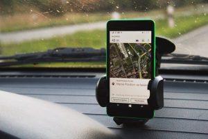 Choisissez le support de téléphone adapter à vos besoins en voiture