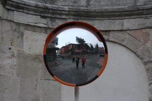 Les différentes utilisation des miroirs dans l'espace public